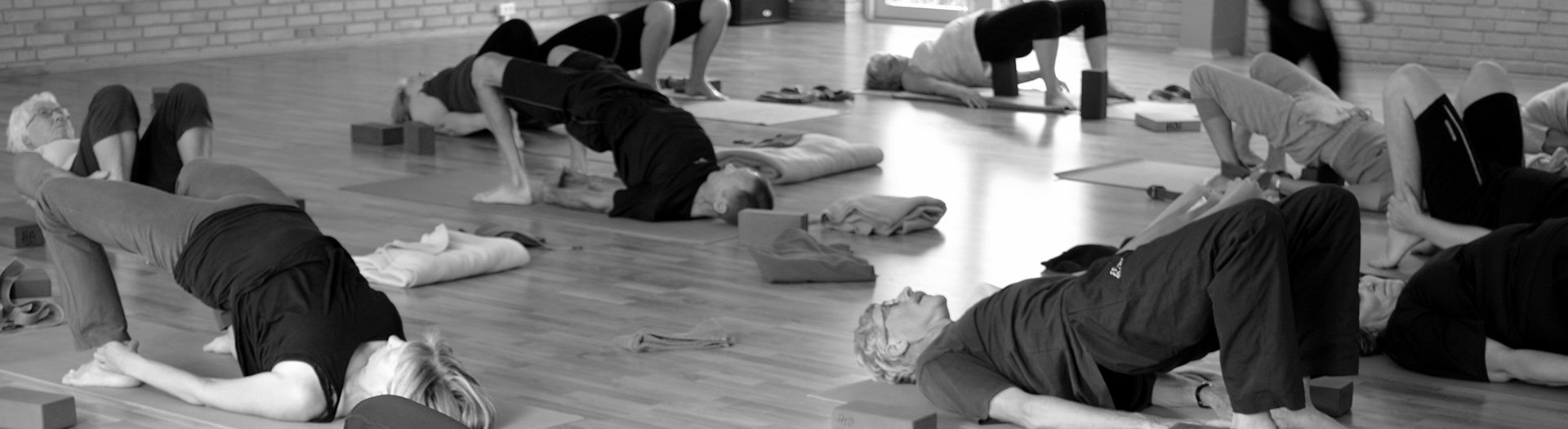 yoga og højskole Iyengar hatha ashtanga  gyrokinesis meditation på nørgaards højskole 1920 4