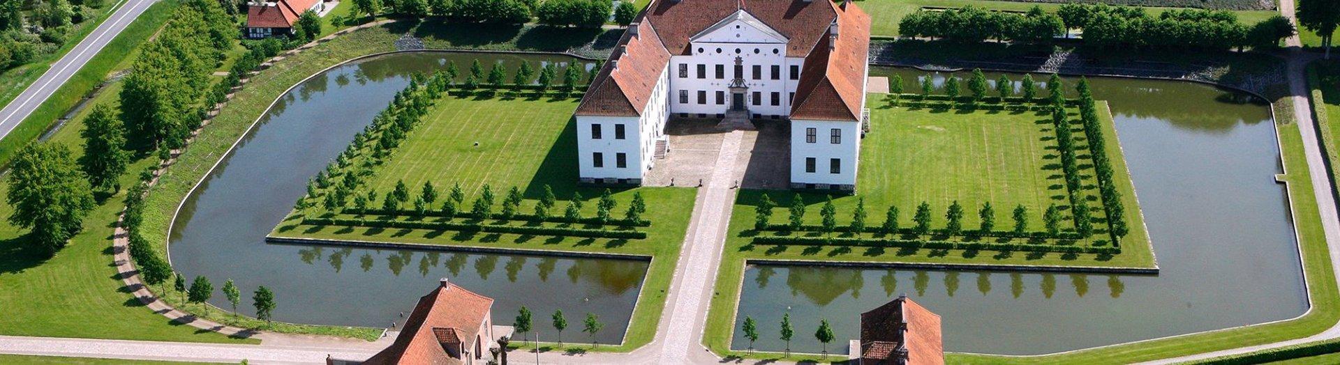 clausholm-gods-slotte-og-herregaarde-noergaards-hoejskole-historie-kultur-sevaerdighed-attraktion-oestjylland-midtjylland-1920-525