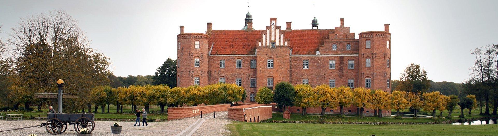 gammel_estrup-bidstrup-gods-slotte-og-herregaarde-noergaards-hoejskole-historie-kultur-sevaerdighed-attraktion-oestjylland-midtjylland-1920-525